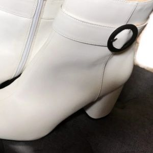 NINE WEST White Ankle Boots W/Box Sz 8 *Worn Once*